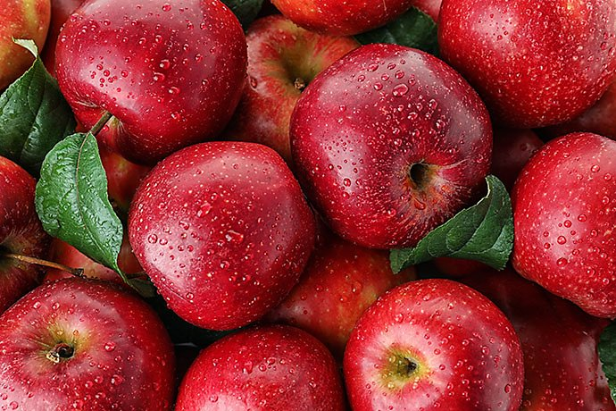 many-ripe-juicy-red-apples-covered-with-water-drops-as-background