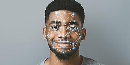 ใบหน้าของชายคนหนึ่งที่มีจุดจับการเคลื่อนไหววางอยู่บนใบหน้า